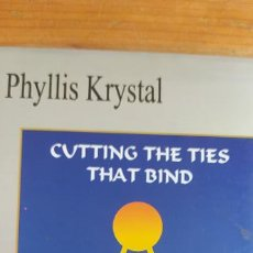 Libros de segunda mano: CUTTING THE TIES THAT BIND. PHYLLIS KRYSTAL. 14 CARDS TO ACOMPANY EXERCISES. Lote 207308790