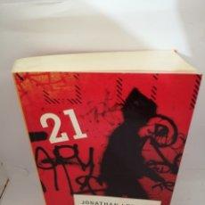Libros de segunda mano: LA FORTALEZA DE LA SOLEDAD (PRIMERA EDICIÓN) DE JONATHAN LETHEM. Lote 208652463