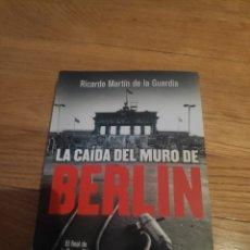 Libros de segunda mano: LA CAÍDA DEL MURO DE BERLÍN RICARDO MARTÍN DE LA GUARDIA. Lote 210415248