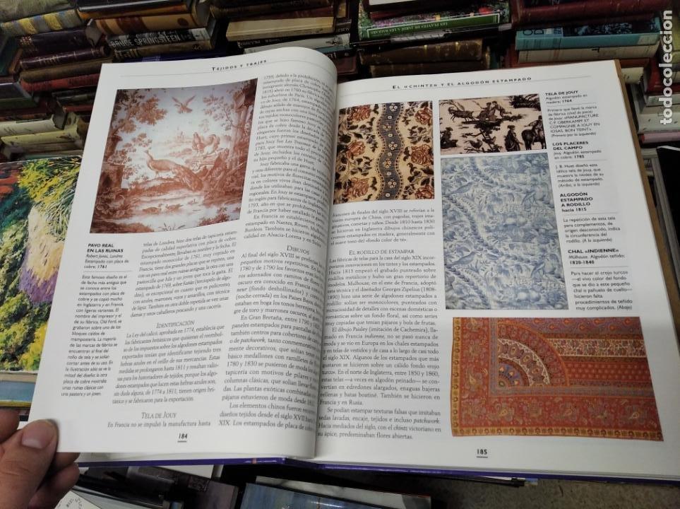 Libros de segunda mano: HISTORIA ILUSTRADA DE LAS ANTIGÜEDADES. HUON MALLALIEU . ED. LIBSA. 2000. RELOJES, JUGUETES, ARMAS - Foto 19 - 210702695