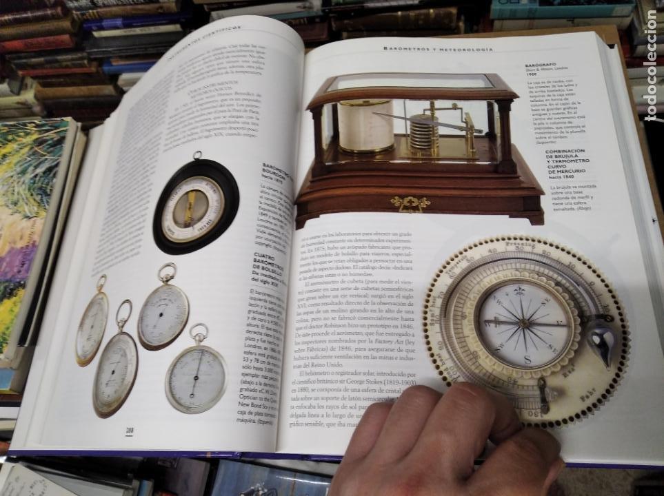 Libros de segunda mano: HISTORIA ILUSTRADA DE LAS ANTIGÜEDADES. HUON MALLALIEU . ED. LIBSA. 2000. RELOJES, JUGUETES, ARMAS - Foto 33 - 210702695
