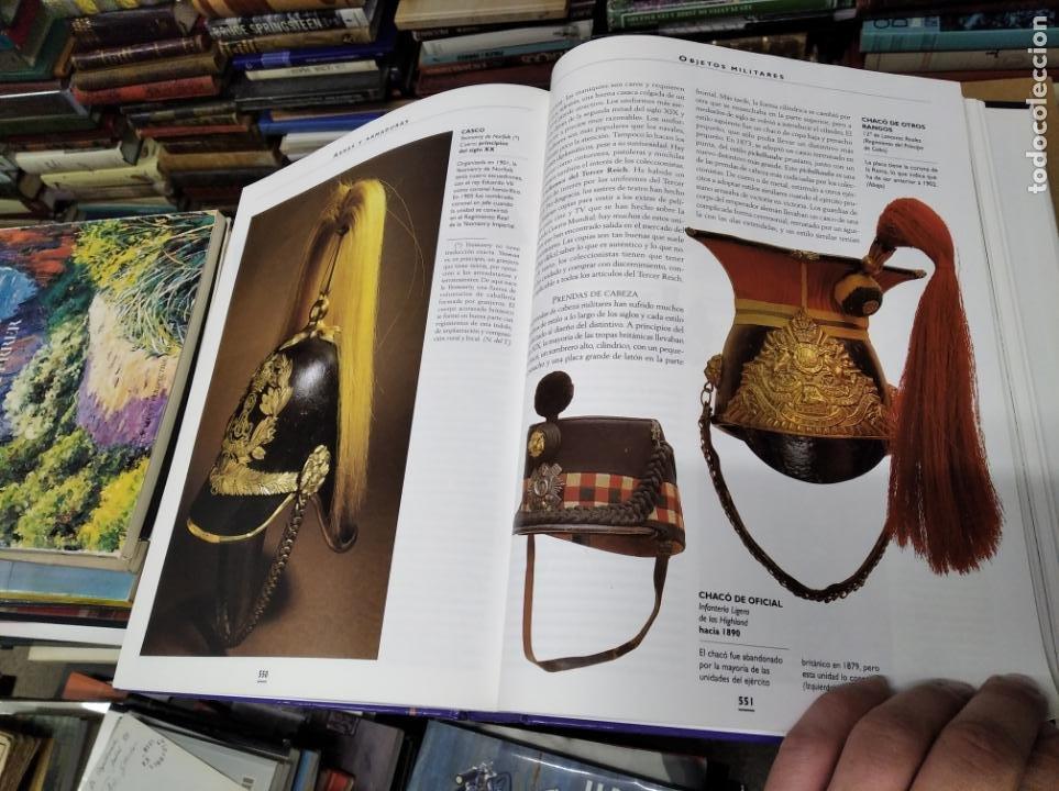 Libros de segunda mano: HISTORIA ILUSTRADA DE LAS ANTIGÜEDADES. HUON MALLALIEU . ED. LIBSA. 2000. RELOJES, JUGUETES, ARMAS - Foto 61 - 210702695
