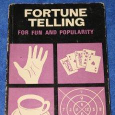 Libros de segunda mano: FORTUNE TELLING FOR FUN AND POPULARITY - PAUL SHOWERS - SAGAR PUBLICATIONS (1974). Lote 211426777