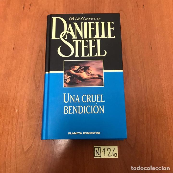 UNA CRUEL BENDICIÓN (Libros de Segunda Mano (posteriores a 1936) - Literatura - Otros)