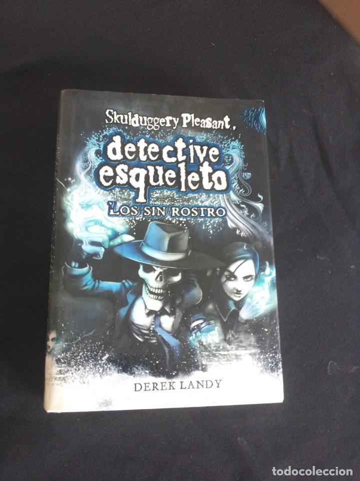 Libros de segunda mano: DEREK LANDY - SKULDUGGERY PLEASANT, DETECTIVE ESQUELETO (5 LIBROS) - EDICIONES SM 2007/11 - Foto 8 - 212482520