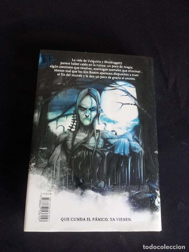 Libros de segunda mano: DEREK LANDY - SKULDUGGERY PLEASANT, DETECTIVE ESQUELETO (5 LIBROS) - EDICIONES SM 2007/11 - Foto 9 - 212482520