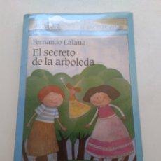 Libros de segunda mano: EL SECRETO DE LA ARBOLEDA/FERNANDO LALANA EL BARCO DE VAPOR. Lote 297270468
