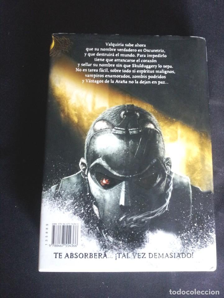 Libros de segunda mano: DEREK LANDY - SKULDUGGERY PLEASANT, DETECTIVE ESQUELETO (5 LIBROS) - EDICIONES SM 2007/11 - Foto 11 - 212482520