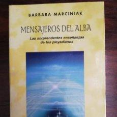 Libros de segunda mano: MENSAJEROS DEL ALBA. - BÁRBARA MARCINIAK. Lote 213401173