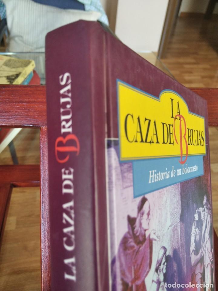 Libros de segunda mano: LA CAZA DE LAS BRUJAS-HISTORIA DE UN HOLOCAUSTO-ANNE LEWELLYN BARSTOW-TIKAL - Foto 2 - 213565747