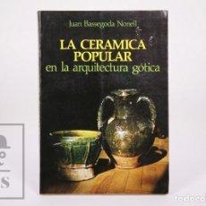 Libros de segunda mano: LIBRO LA CERÁMICA POPULAR EN LA ARQUITECTURA GÓTICA. JUAN BASSEGODA NONELL - THOR, 1978. Lote 213878578