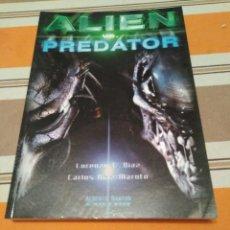 Libros de segunda mano: ALIEN VS PREDATOR - LIBRO. Lote 214451432