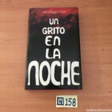 Libros de segunda mano: UN GRITO EN LA NOCHE. Lote 215551050