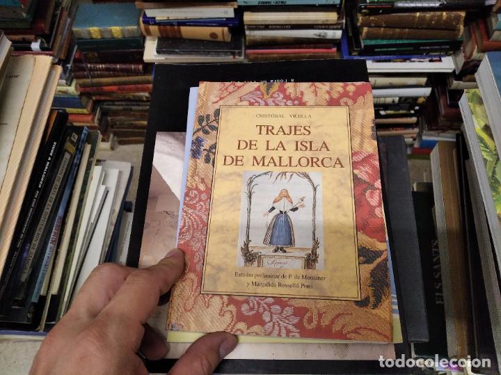 Libros de segunda mano: TRAJES DE LA ISLA DE MALLORCA. CRISTÓBAL VILELLA. JOSÉ J. DE OLAÑETA,EDITOR. 2000. UNA JOYA!!!!! - Foto 2 - 216786638