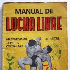Libros de segunda mano: MANUAL DE LUCHA LIBRE. GRECORROMANA. LLAVES Y CONTRALLAVES. JIU - JITSU. MANUALES ?CISNE?. Lote 216871445