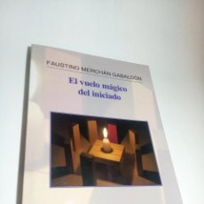 Libros de segunda mano: EL VUELO MÁGICO DEL INICIADO. FAUSTINO MERCHÁN GABALDÓN. FIRMADO Y DEDICADO. NOSTRUM. 2014.. Lote 218096290