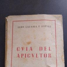Libros de segunda mano: PRIMERA EDICIÓN GUÍA DEL APICULTOR LEON LACASIA Y ASPURZ PAMPLONA 1945 APICULTURA ILUSTRADO. Lote 218209561