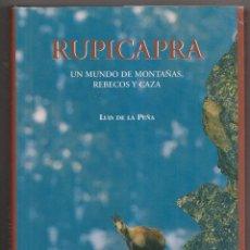 Libros de segunda mano: LUIS DE LA PEÑA: RUPICABRA. UN MUNDO DE MONTAÑAS, REBECOS Y CAZA. 2005. Lote 218402931