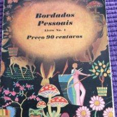 Libros de segunda mano: BORDADOS PESSOAIS. PUBLICADO POR J. & P. COATS, ESCOCIA. AÑOS 40. EN PORTUGUÉS.. Lote 219340335