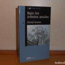 Libros de segunda mano: BAJO LOS ÁRBOLES AZULES, DANIEL ARENAS - BROSQUIL SIN HORIZONTES. Lote 219840893
