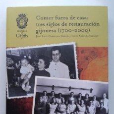 Libros de segunda mano: COMER FUERA DE CASA. TRES SIGLOS DE RESTAURACION GIJONESA (1700-2000) JOSE LUIS CARMONA GARCIA, 2019. Lote 254522010