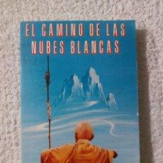 Libros de segunda mano: EL CAMINO DE LAS NUBES BLANCASBLANCAS / ANAGARIKA GOVINDA. Lote 221956208