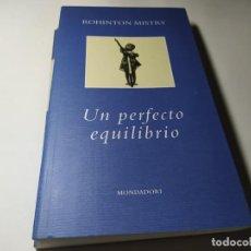 Libros de segunda mano: LIBRO - ROHINTON MISTRY - UN PERFECTO EQUILIBRIO - MONDADORI. Lote 222080893