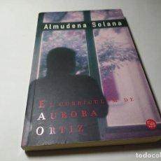 Libros de segunda mano: LIBRO - ALMUDENA SOLANA - EL CURRICULUM DE AURORA ORTIZ - PUNTO DE LECTURA. Lote 222081290