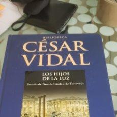 Libros de segunda mano: LIBRO BIBLIOTECA CESAR VIDAL LOS HIJOS DE LA LUZ PERMIO DE NOVELA CIUDAD DE TORREVIEJA. Lote 222314437