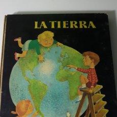 Libros de segunda mano: LA TIERRA - AGUILAR - COLECCIÓN EL GLOBO DE COLORES - ILUSTRACIONES F GOICO AGUIRRE - 1958. Lote 222800938