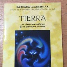 Libri di seconda mano: TIERRA LAS CLAVES PLEYADIANAS DE LA BIBLIOTECA VIVIENTE BARBARA MARCINIAK. Lote 224183606