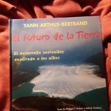 Libros de segunda mano: EL FUTURO DE LA TIERRA (EL DESARROLLO SOSTENIBLE EXPLICADO A LOS NIÑOS), DE YANN ARTHUS - BERTRAND.. Lote 226099670