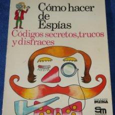 Libros de segunda mano: COMO HACER DE ESPÍAS - PLESA - EDICIONES SM (1977). Lote 227795850