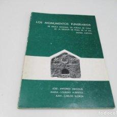 Libros de segunda mano: LOS MONUMENTOS FUNERARIOS Q4496T. Lote 230360820