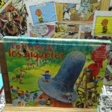 Libros de segunda mano: EN EL REINO DE LOS GIGANTES. POP UP. Lote 230526605