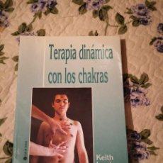 Libros de segunda mano: LIBRO TERAPIA DINÁMICA CON LOS CHAKRAS KEITH LEWIS. Lote 232654107