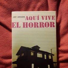 Libros de segunda mano: AQUI VIVE EL HORROR, DE JAY ANSON (AMITYVILLE). MAGNIFICO ESTADO. TAPA DURA, PLANOS E ILUSTRACIONES.. Lote 233689545