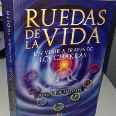 Libri di seconda mano: RUEDAS DE LA VIDA UN VIAJE A TRAVÉS DE LOS CHAKRAS - JUDITH, ANODEA. Lote 234554300