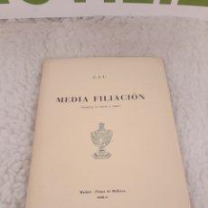 Libros de segunda mano: MEDIA FILIACION. CAMILO JOSE CELA. TIRADS DE 50 EJEMPLARES. N° 17. FIRMADO POR EL AUTOR.. Lote 235273040
