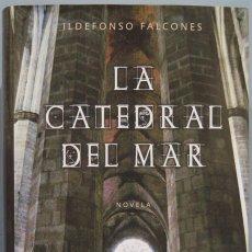 Libros de segunda mano: LA CATEDRAL DEL MAR. ILDEFONSO FALCONES. Lote 235282320