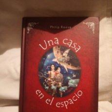 Libros de segunda mano: UNA CASA EN EL ESPACIO, DE PHILIP REEVE. Lote 235597050
