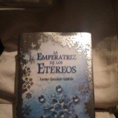 Libros de segunda mano: LA EMPERATRIZ DE LOS ETÉREOS, DE LAURA GALLEGO. Lote 235599230