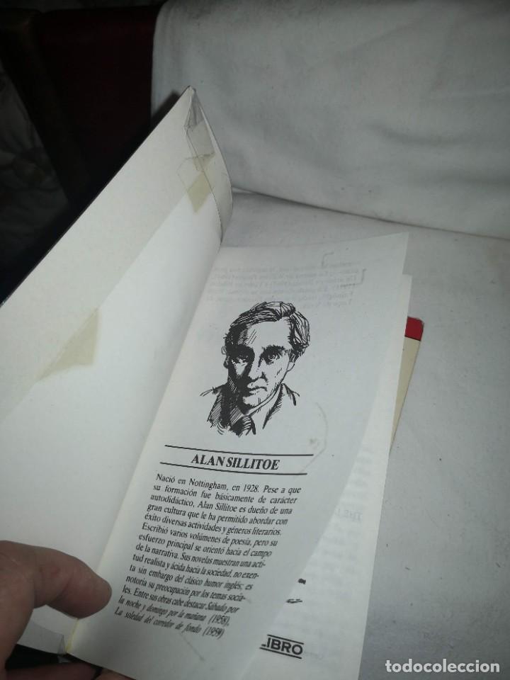 Libros de segunda mano: LA SOLEDAD DEL CORREDOR DE FONDO Y 2 TÍTULOS MÁS - Foto 5 - 235612380