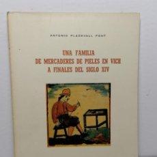 Libros de segunda mano: UNA FAMILIA DE MERCADERES DE PIELES EN VICH A FINALES DEL SIGLO XIV DE ANTONIO PLADEVALL FONT 1972. Lote 236311465