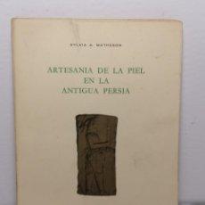 Libros de segunda mano: ARTESANIA DE LA PIEL EN LA ANTIGUA PERSIA DE SYLVIA A MATHESON 1979 EDIT COLOMER MUNMANY. Lote 236312460