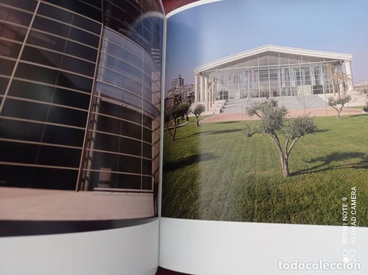 Libros de segunda mano: BARCELONA (PRÓLOGO MANUEL VÁZQUEZ MONTALBAN) 1999 FOTOGRAFÍAS PERE VIVAS & FRANCISCO ONTAÑÓN - Foto 9 - 236566905
