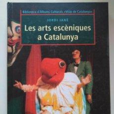 Libros de segunda mano: JORDI JANÉ: LES ARTS ESCÈNIQUES A CATALUNYA. INCLUYE SOBRE DE IMÁGENES PARA EL ÁLBUM. Lote 237488245