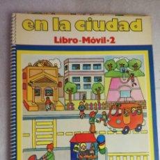 Libros de segunda mano: EN LA CIUDAD LIBRO MÓVIL 2 - 2400 CUENTOS POSIBLES. VICENS VIVES. Lote 238536255