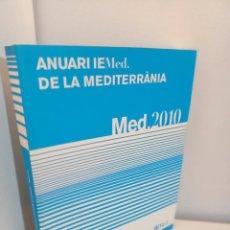 Libros de segunda mano: ANUARI IEMED DE LA MEDITERRANEA 2010, ECONOMIA-POLITICA / ECONOMY-POLITICS. Lote 241457410
