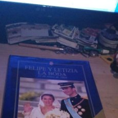 Libros de segunda mano: FELIPE Y LETIZIA LA BODA 22 DE MAYO DE 2004 31 CMS 1300 GRS 174 PGS 1 DVDS. Lote 241536420